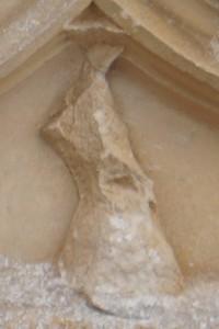 Chateau de Beaupuy (Saulgé), détail de l'armoirie timbrant la porte d'entrée.