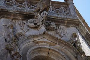 Ligugé, abbaye Saint-Martin, clocher aux armes de Geoffroy d'Estissac.