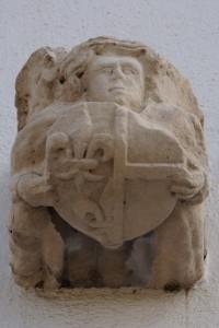 Lusignan, maison 9 place du Gouverneur, armoirie de Charlotte de Savoie (provenant de la chapelle du château ?)