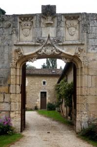 Availles (Nouaillé-Maupertuis), prieuré Notre-Dame, portail d'entrée.