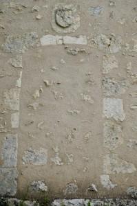 Angles-sur-l'Anglin, chapelle Saint-Pierre, détail de la porte latérale.
