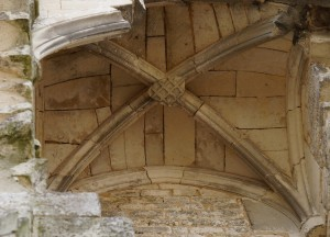 Chauvigny, chateau des eveques, chateau neuf, détail de la voute de la chapelle avec l'armoirie de Ithier de Mareuil