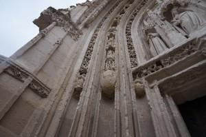 Eglise Saine-Radegonde, Poitiers, façade ouest, voussure du portail, partie gauche.