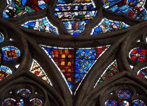 Eglise Sainte-Radegonde, Poitiers, mur gouttereau nord, deuxième baie, détail avec armoirie de Alphonse de Poitiers.