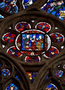 Eglise Sainte-Radegonde, Poitiers, mur gouttereau nord, deuxième baie, détail de Alphonse de Poitiersen compagnie de deux autres personnages