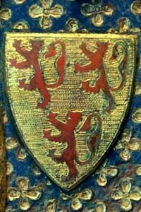 Plaque funéraire de Guy de Meyos. Paris, Musée du Louvre (inv. OA 7495) (de la Commanderie de Civray), détail de l'armoirie de Guy de Meyos.