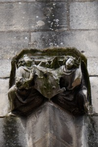 Palais des comtes, tour Maubergeon, console aux armes de Jean de Berry .