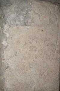 Tombeau de chevalier, église Notre-Dame, Morthemer (Valdivienne), détail de l'armoirie.
