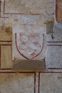 Console armoriée. Saint-Savin-sur-Gartempe, église abbatiale Saint-Savin-et-Saint-Cyprien, mur pignon.