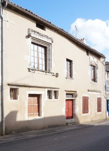 Maison début XVIe siècle. Sanxay, 15 grand'rue.