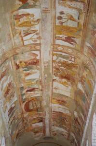 Saint-Savin-et-Saint-Cyprien, le décor peint de la voute de la nef.