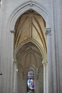 Saint-Maixant-l'école, abbaye Saint-Maixant, transept nord. Arc doubleau d'accès au déambulatoire, coté nord.