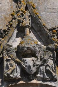 Armoirie de l'abbé Jean Chevalier. Saint-Maixent-l'Ecole, abbaye de Saint-Maixent, tour porche.