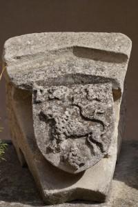 Clef d'arc aux armes des Rogier. Poitiers, dépôt Musée Sainte-Croix (de l'église Saint-Cybard).