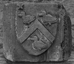 Fragment aux armes des Boylève. Poitiers, dépôt Musée Sainte-Croix (de l'église Saint-Cybard).