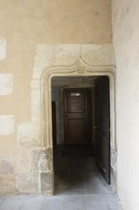 Hotel Fumé, Poitiers, cour, porte d'entrée de la tourelle d'escalier du logis.