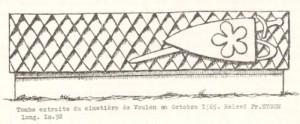 Tombeau en batière d'un chevalier (aux armes des Bor), détail. Voulon, cimetière (Salvini 1966, p. 466).