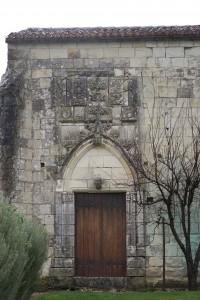 Vouneuil-sur-Vienne, prieuré de Savigny, portail de la chapelle.