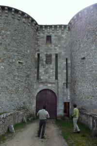 Bourg-Archambault, château, châtelet d'entrée.