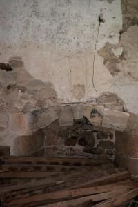 Cheminée aux armes de Pierre de Sacierge. Bourg-Archambault, château, tour ouest, salle au rez-de-chaussée.
