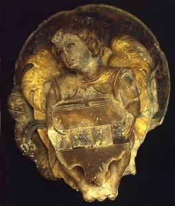 Clef de voûte ornée d'un écusson aux armes de Jacques Pelloquin. Poitiers, Musée Sainte-Croix (provenant de Poitiers, Grand'prieuré d'Aquitaine).
