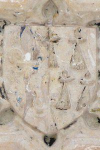 Clef de voute aux armes d'Anne de Bretagne. Lusignan, église Notre-Dame-et-Saint-Junien, nef.