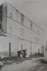 Chateau de Chitré, façade occidentale avant les travaux de restauration.