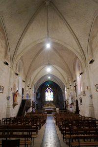 Dissay, église Saint-Pierre-et-Saint-Paul, vue de la nef vers l'autel.