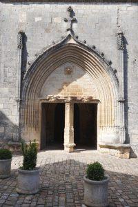 Lusignan, élgise Notre-Dame-et-Saint-Junien, portail latéral sud.