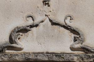 Poitiers, église Saint-Germain, détail de la porte de la chapelle Berthelot.