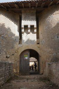 Chiré-en-Montreuil, château, bretèche du châtelet d'entrée.