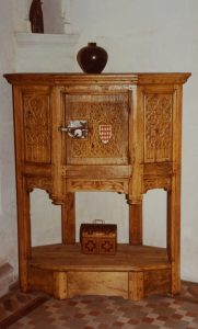 Dressoir aux armes des Turpin. Château de Chitré (Vouneuil-sur-Vienne).