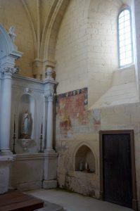 Prinçay, église de Saint-Gervais-et-Saint-Protais, chevet avec peinture votive.