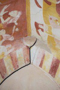 Antigny, Notre-Dame, détail de la baie gothique ouverte sur le mur ouest.