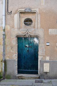 Maison (Poitiers 13, rue Jean Bouchet), porte d'entrée armoriée.