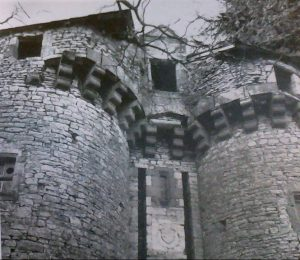 Mauprevoir, château de la Rude-Paille, châtelet d'entrée.