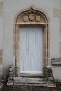 Saint-Georges-lès-Baillargeaux, l'Hopitau, porte de l'ancienne chapelle.